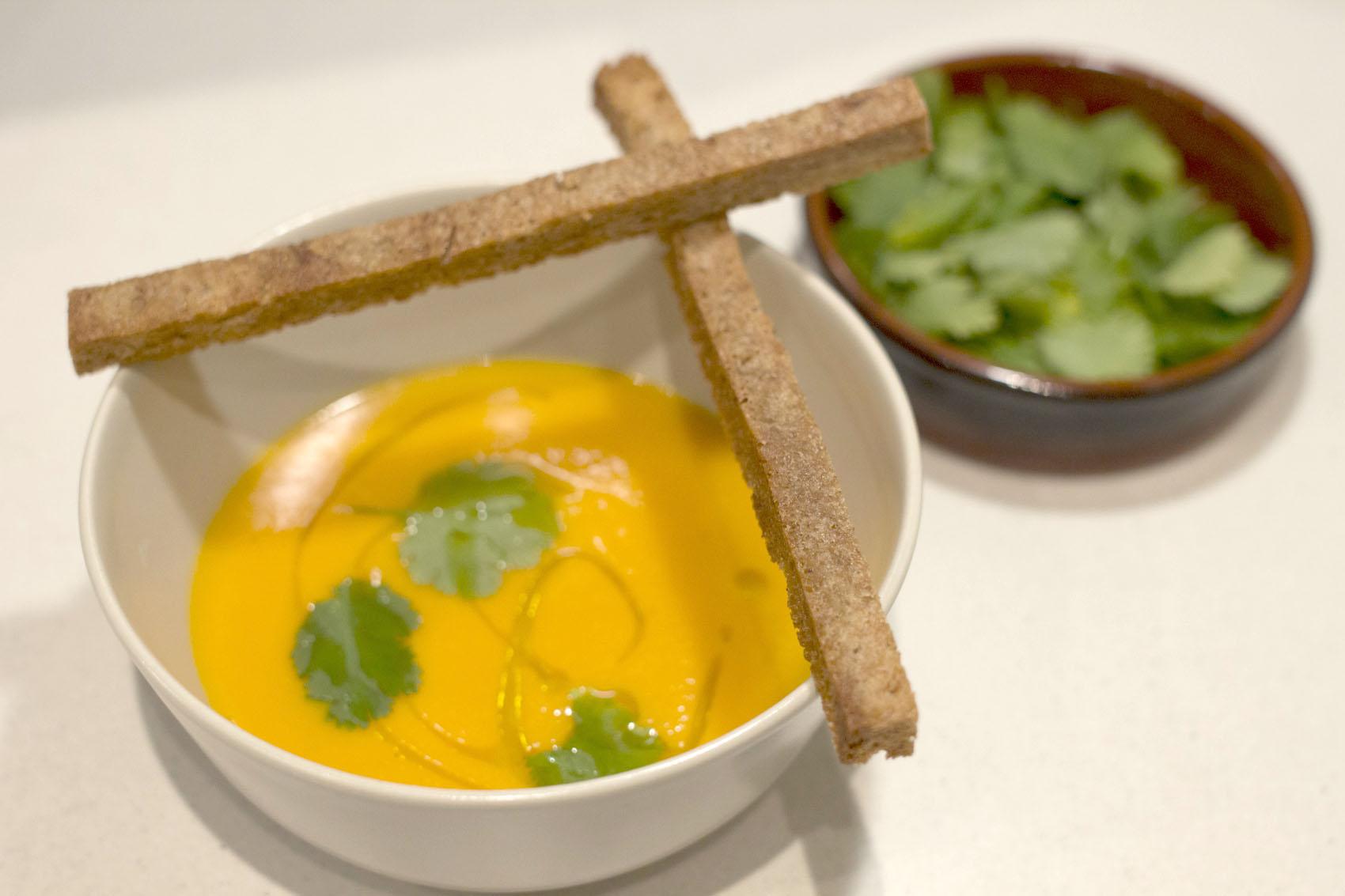 Gyömbéres sárgarépa leves naranccsal illatosítva