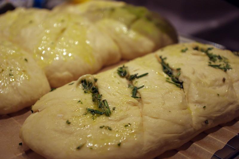 Homemade kenyér, maldon sóval és fűszerekkel